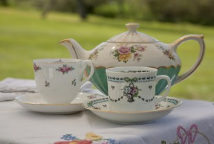 Beautiful Elsie Florence vintage tea cups and teapot
